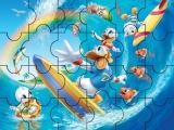 Donald surfeando muy bien
