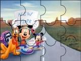 Mickey haciendo autoestop